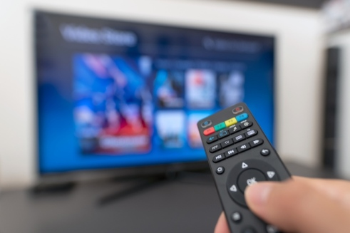 television-simpson33-istock